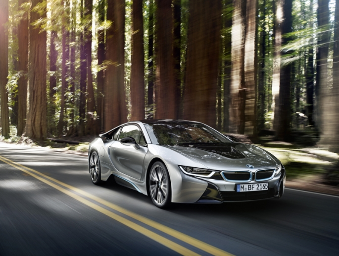 "BMW i8 wygrywa w konkursie ""International Engine of the Year Award"" 2016"